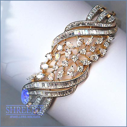 Diamond Jewelery with Latest Designs